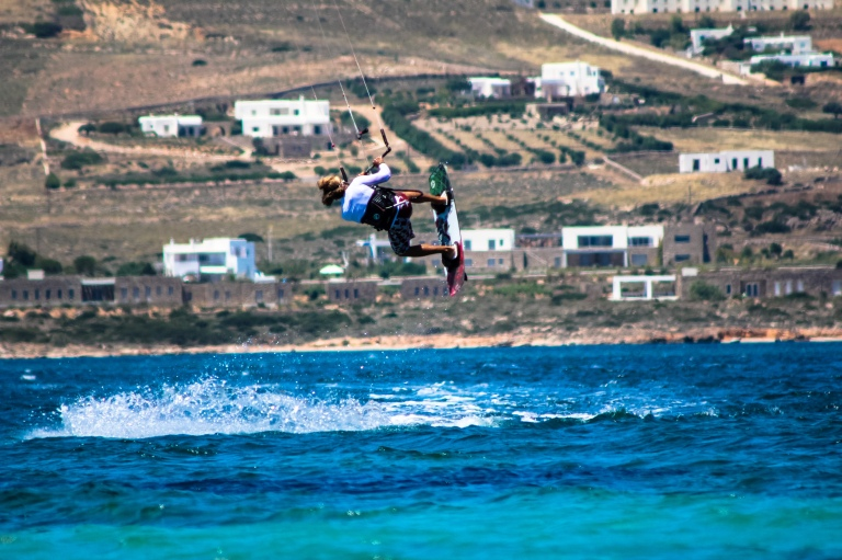 kitesurf-kiteboarding-jump-holiday
